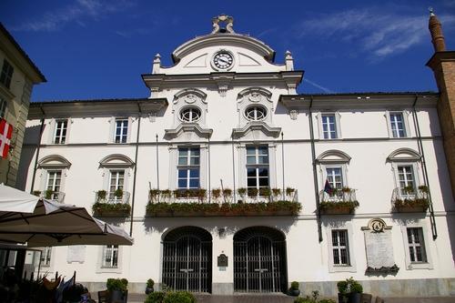 Foto del comune di asti municipio casa comunale for Casa comunale
