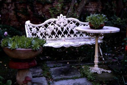 Immagini del giardino di casa quirico visitato nell 39 ambito dell 39 edizione di verdeterra 2004 - Il giardino di gesso ...